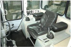 Bul'dozer B10M-kabina voditelya