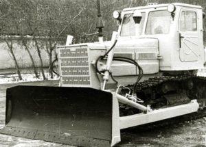 traktor T-4A DT101